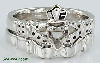 Claddagh engagement ring and band