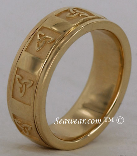 side view of thickness of trinity knot wedding ring